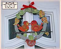"""Dekorácie - Celoročný veniec na sivo-oranžovy domček """"3 vtáčiky """" :) - 9411220_"""