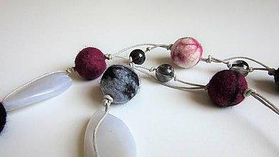 Náhrdelníky - Plstený náhrdelník - 9414247_
