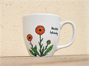 Nádoby - Maľovaný porcelánový hrnček - Bylinky (Nechtík lekársky) - 9413345_