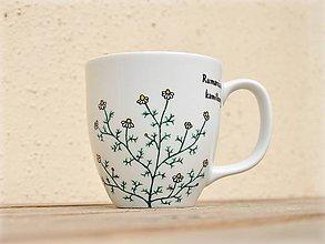 Nádoby - Maľovaný porcelánový hrnček - Bylinky (Rumanček pravý) - 9413348_