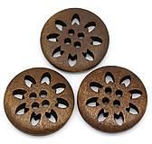 Gombík drevený vyrezávaný 2,5 cm