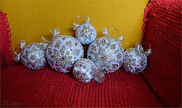 Dekorácie - Vianočné gule bielo - strieborné - 9412934_