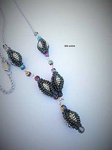 Náhrdelníky - Striebristá panna - zelený iris - náhrdelník - 9414188_