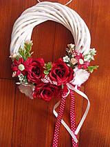 Dekorácie - Bordový venček s ružami - 9413202_
