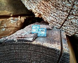 Náušnice - Štvorčeky 10 mm s kovovým efektom - 9418438_