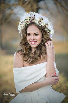Ozdoby do vlasov - Biela kvetinová parta na štýl venčeka - 9420684_