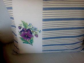 Úžitkový textil - vidiecky vankúšik s výšivkou - 9419862_