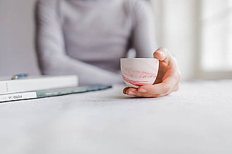 Nádoby - espresso šálka, mramor červený matný - 9420548_