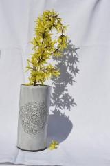 Dekorácie - Keramická čipkovaná vysoká váza - 9421189_