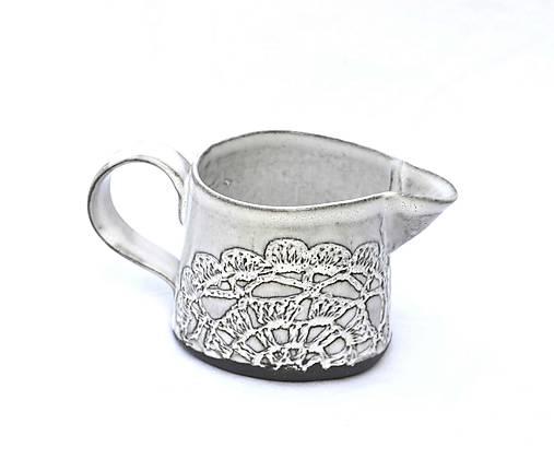 Čipokovaný keramický mliečnik