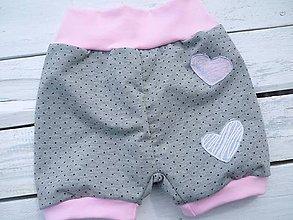 Detské oblečenie - Dětské kraťasy-puntík z srdičkem - 9422765_