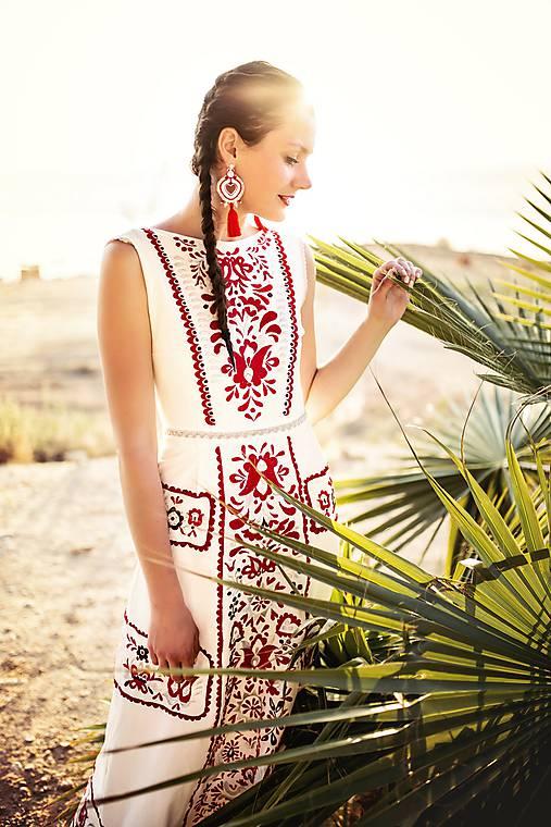 zľava %Dlhé úzke vyšívané šaty Slavianka
