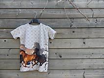 Detské oblečenie - Tričko so vzorom koní - 9424700_