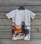 Detské oblečenie - Tričko so vzorom koní - 9424708_