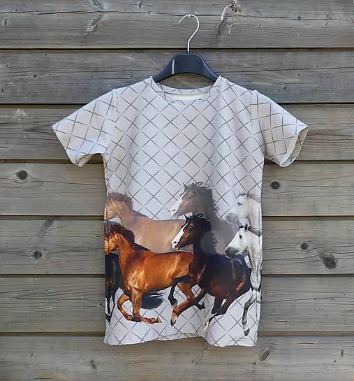 Tričko so vzorom koní