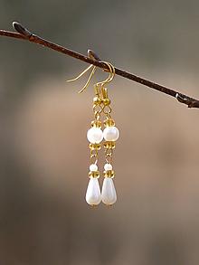 Náušnice - Biele perličkové náušnice - 9422141_