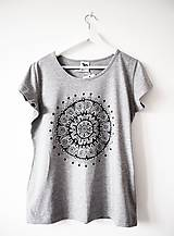 Tričká - Sivé tričko s čiernobielou mandalou - L - 9426439_