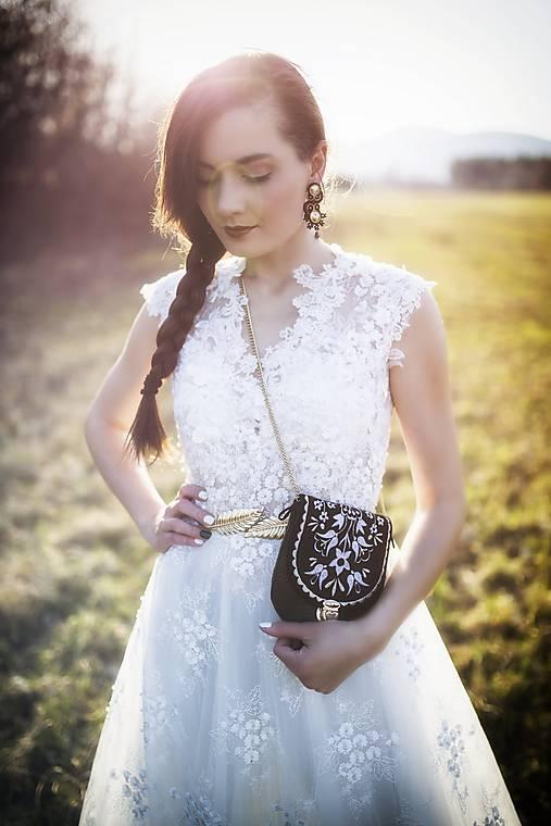 Krajkové šaty s korálkami Slavianka