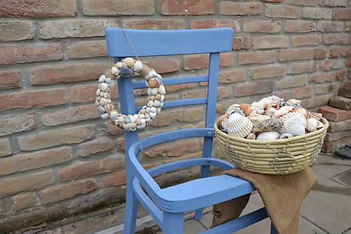 Stolička na recykláciu, stojan na kvety, dekorácia