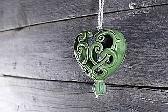 Dekorácie - Vyřezávané srdce zelené - 9425484_