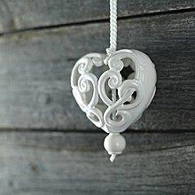 Dekorácie - Vyřezávané srdce bílé - 9425577_