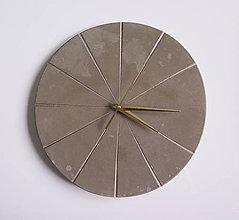 Hodiny - Ručne vyrobené nástenné hodiny – Golden concrete - 9431833_