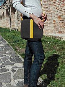 """Iné tašky - Menšia taška s klopou, v žltom prevedení, z kolekcie """"stredová línia"""". - 9430343_"""