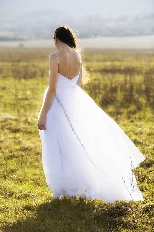 Biele tylové šaty Slavianka