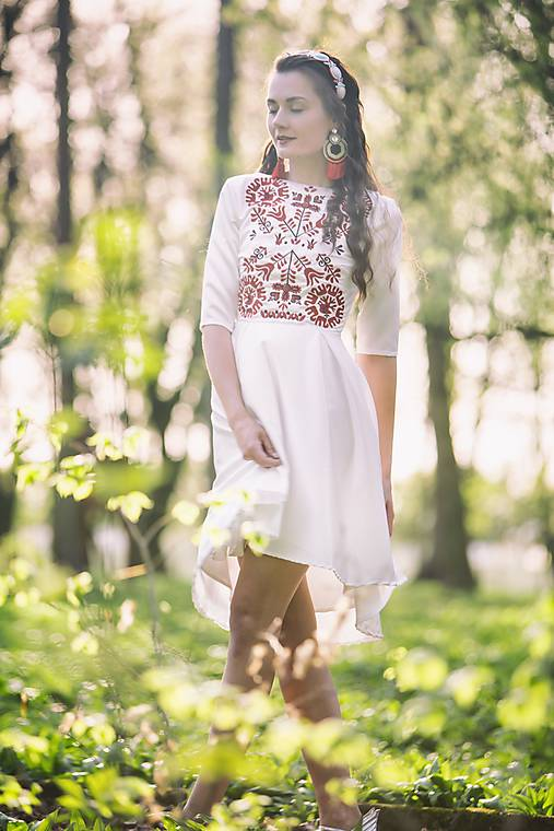 Vyšívané krátke šaty Slavianka