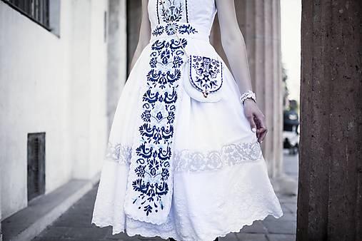 Biele šaty s opaskom Slavianka