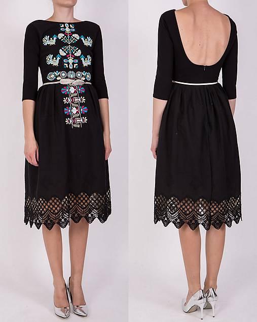 Čierne vyšívané šaty
