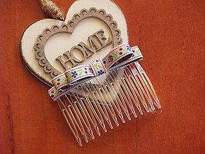 Ozdoby do vlasov - Folklórny hrebeň s bielou krojovkou - 9436248_