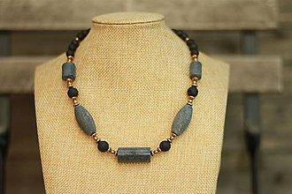 Náhrdelníky - Náhrdelník z minerálov sivý korál, láva a hematit - 9435906_