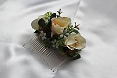 Kvetinový hrebienok krémový
