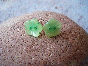 Náušnice - Náušničky perleťové kvetinky zelené - 9436876_