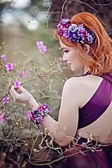 Náramky - Fialovo vínový kvetinový náramok - 9436620_