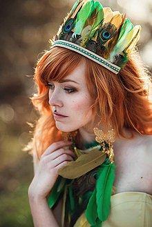 Náušnice - Bohatá zelená náušnica z peria (1 kus) - 9437135_