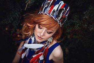 Ozdoby do vlasov - Modro červená čelenka z peria - 9437172_