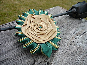 Odznaky/Brošne - Dámska Kanzashi brošňa zeleno-zlatá - 9440138_