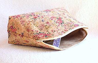 Taštičky - Korková kozmetická taška - flowers - 9443785_