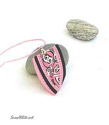 Náhrdelníky - Ružový prívesok so špirálkami - 9443211_