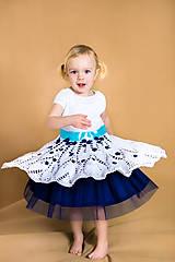 Slávnostné dievčenské háčkované šaty na svadbu