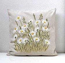 Úžitkový textil - Vankúš-ručne maľovaný-Margaréty v tráve - 9449071_