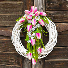 Dekorácie - Veniec s ružovými tulipánmi - 9448774_