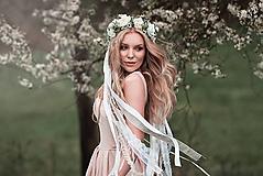 Ozdoby do vlasov - Romantický, nežný greenery venček s čipkami - 9451085_