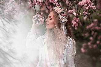 Ozdoby do vlasov - Romantický, nežný ružový venček s čipkami - 9451046_