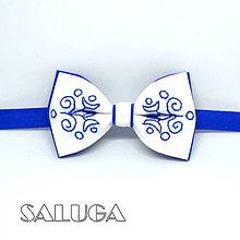 Doplnky - Ručne vyšívaný folklórny motýlik - kráľovsky modrý - 9453989_