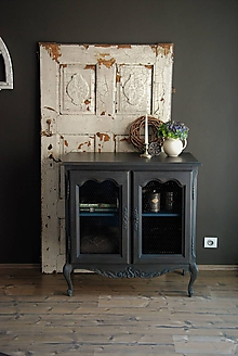 Nábytok - Čierna skrinka s pletivom - 9453379_