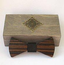 Doplnky - Drevený motýlik v krabičke - eben Makasar - 9458491_
