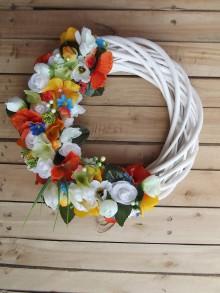 Dekorácie - Kvetinový farebný veniec - 9456684_
